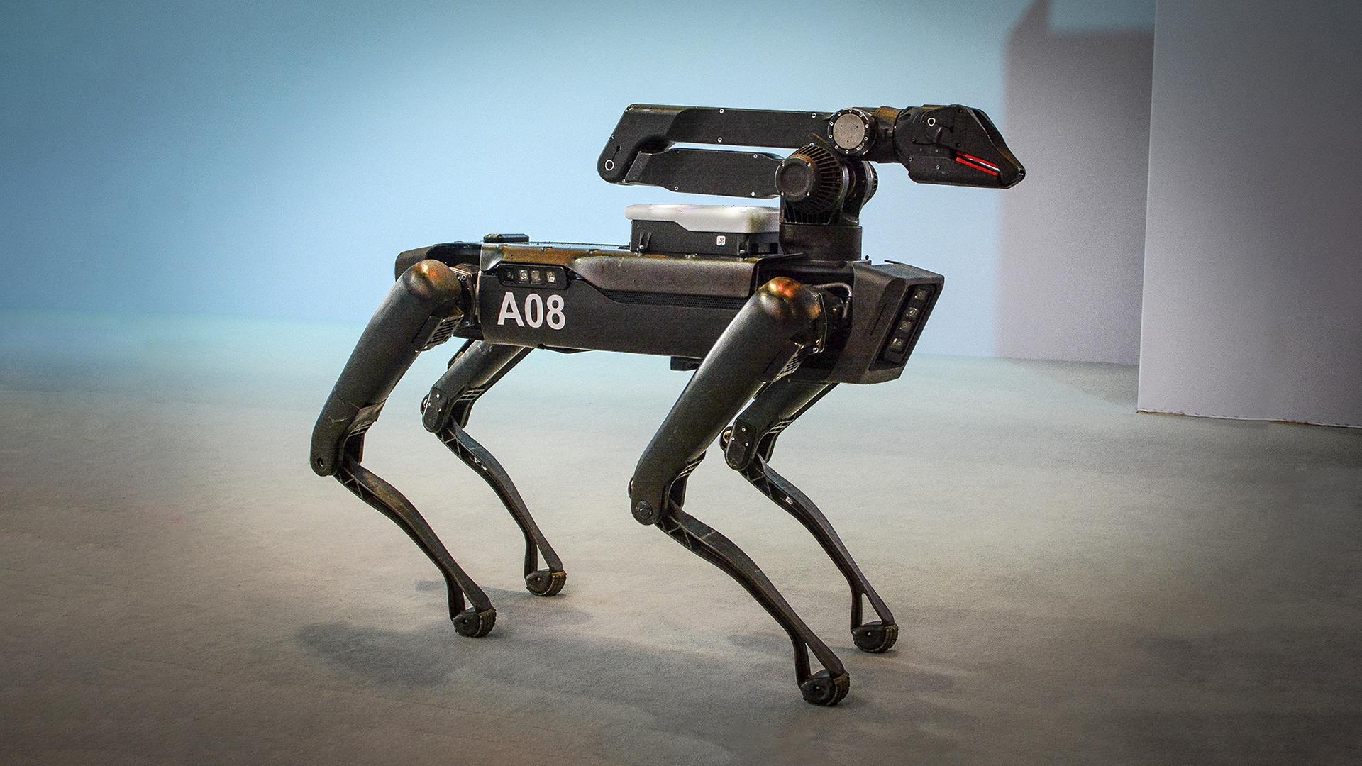Câine robot Spot de la Boston Dynamics.