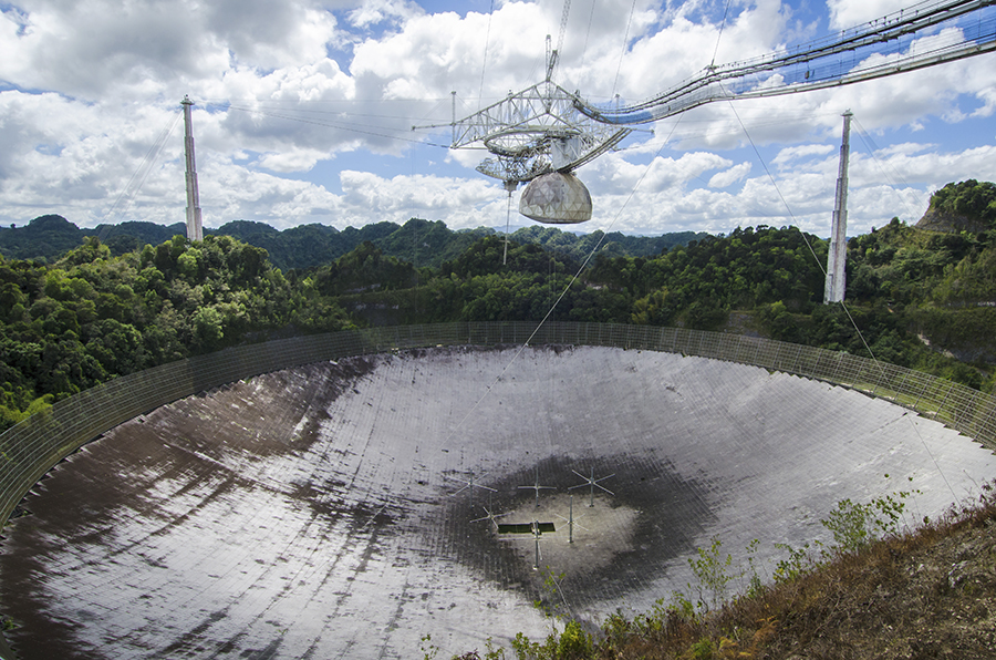 Observatorul de la Arecibo deteriorat