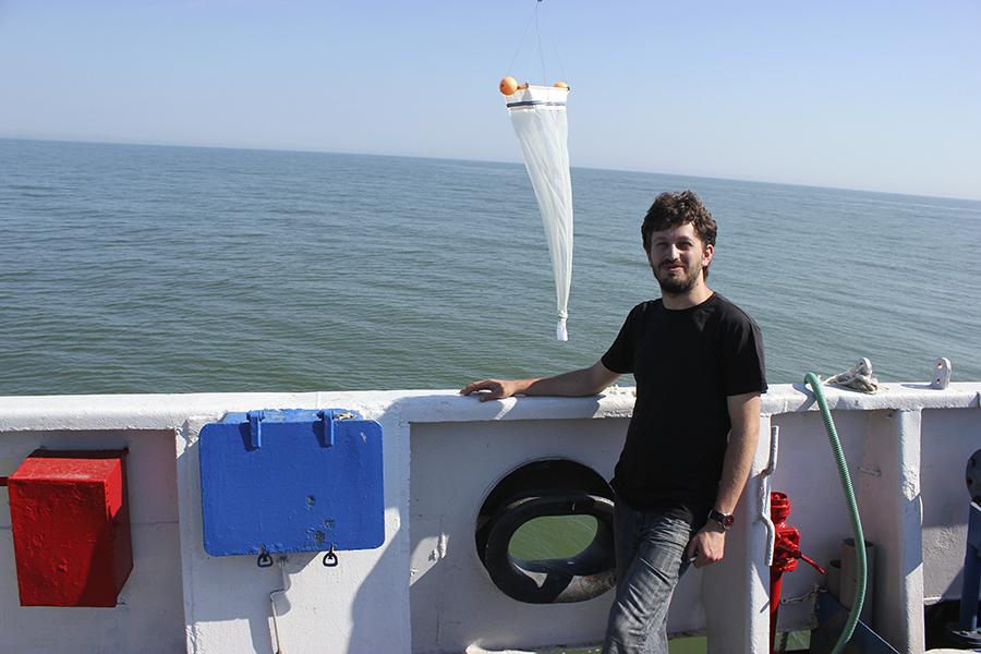 Iulian Pojar pe un vapor în Marea Neagră.