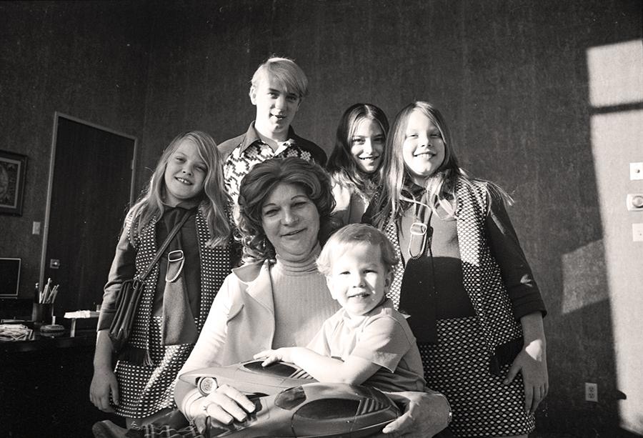 Liz Camichael și familia.