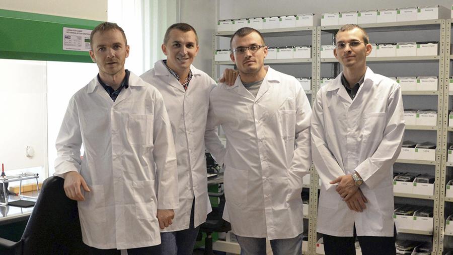 Frații Olariu: Valentin, Ionuț, Miu, Ciprian. Recuperare date hard disk.