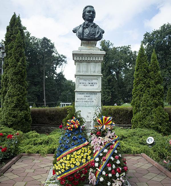 Statuie Mihai Eminescu Botoșani