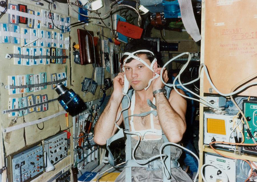 Mindcraftstories_Dumitru Prunariu-Cosmonaut-Soyuz 40-Salyut 6-experimente-medicale_02_Arhiva personala