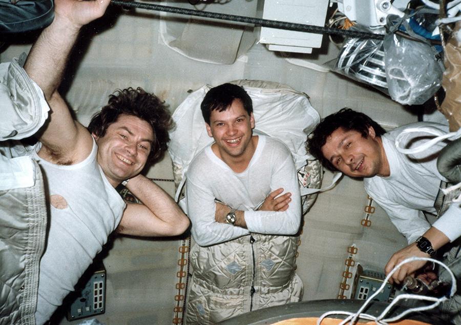Mindcraftstories_Dumitru Prunariu-Kovalionok-Savinyh-Cosmonaut-Soyuz 40-Salyut 6_03_Arhiva personala