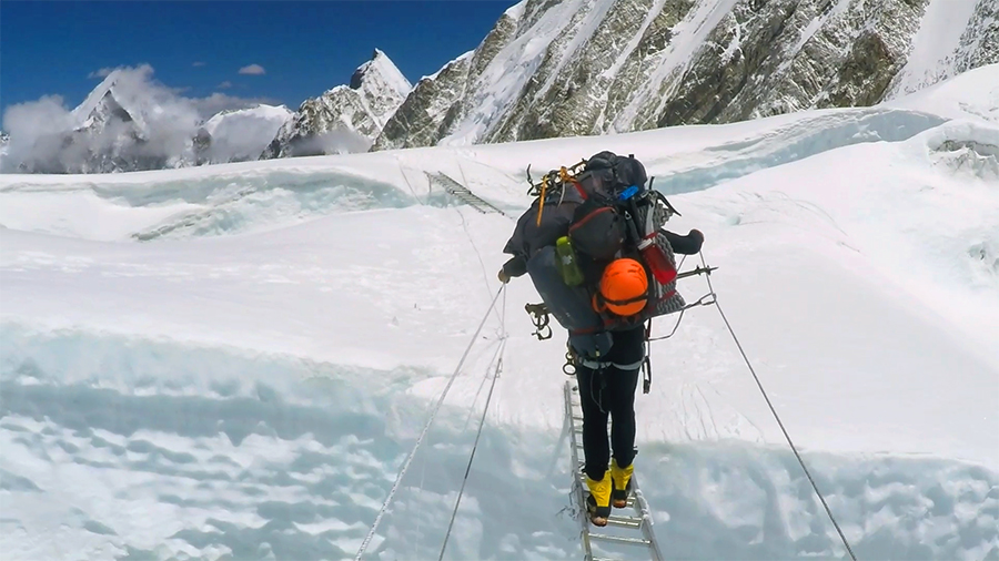 Mindcraftstories_Expeditie Himalaya_Avalansa_Record_Urcare fara oxigen_03_Horia Colibasanu - Arhiva Personala