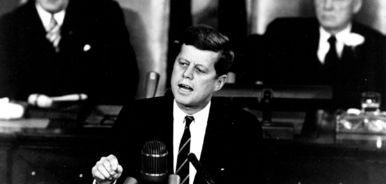 """""""De ce Apollo?"""" Kennedy și cursa către Lună"""