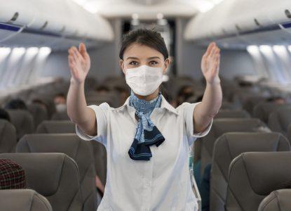 Cum urcăm în avion pentru a scădea riscul de COVID-19? Soluția unor cercetători români
