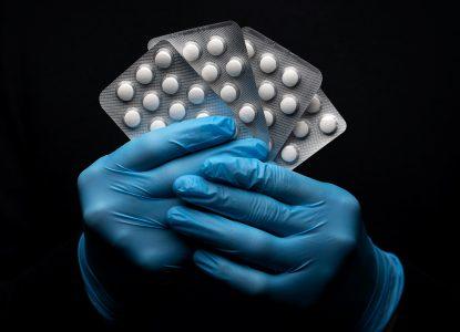 Hidroxiclorochina, soluția simplă, ieftină și mult prea minunată la COVID-19